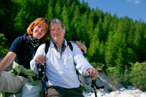pal-pic-senior+couple+hiking[1]