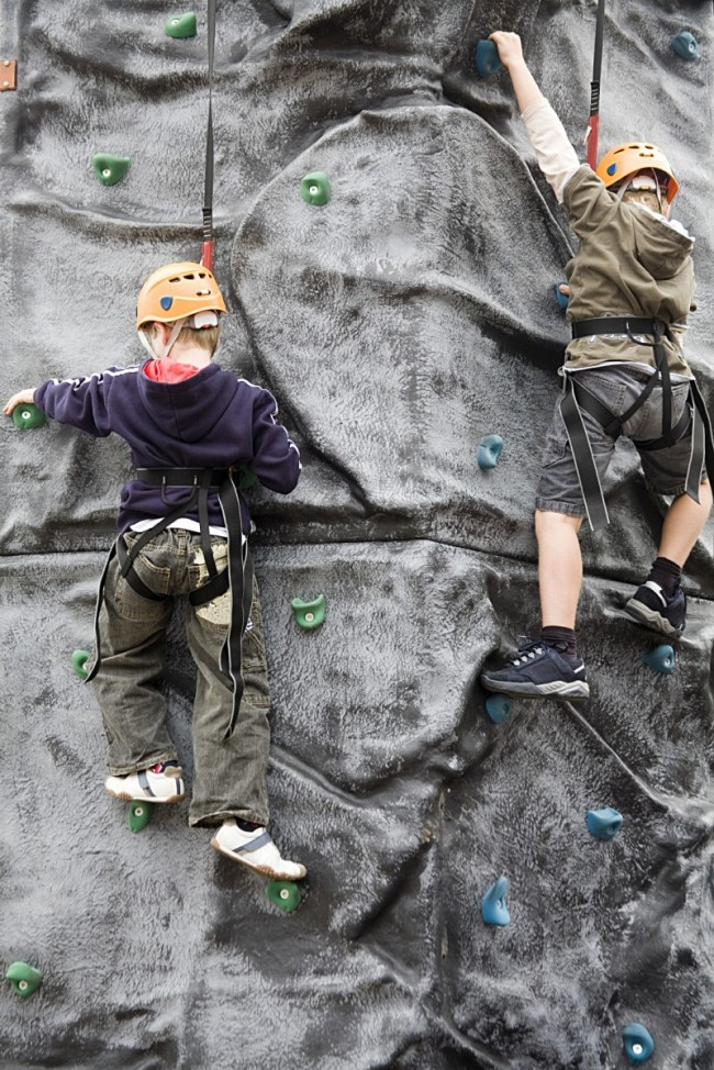 pal-pic-youth+boys+rockclimbing[1]